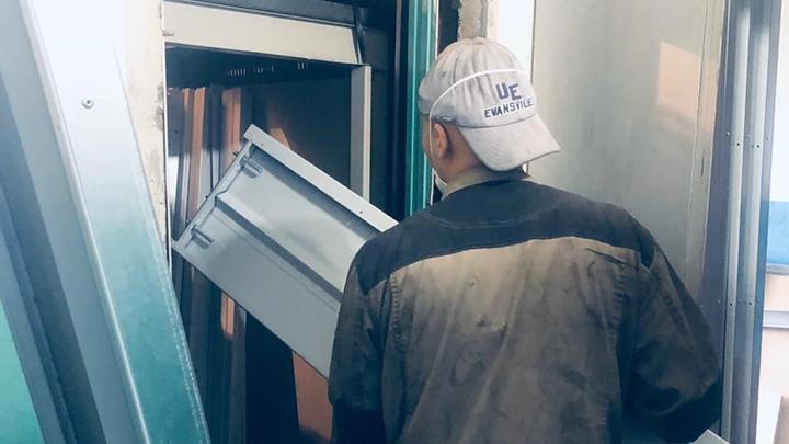 Екатеринбуржца избили до полусмерти за кражу дверей от лифта