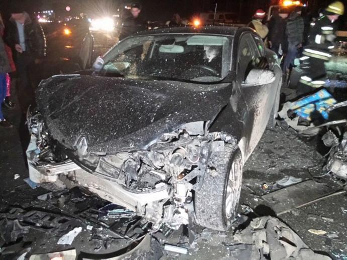 Два человека погибли встолкновении 3-х авто наЕКАД