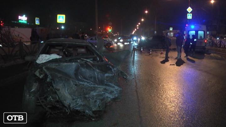 В Екатеринбурге на Вторчермете произошло ДТП с участием трёх машин