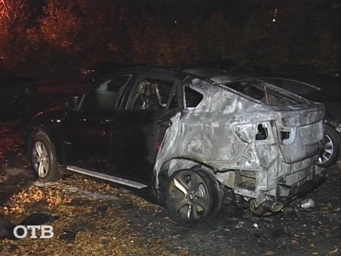 Утром вЕкатеринбурге сгорел автомобиль БМВ X6