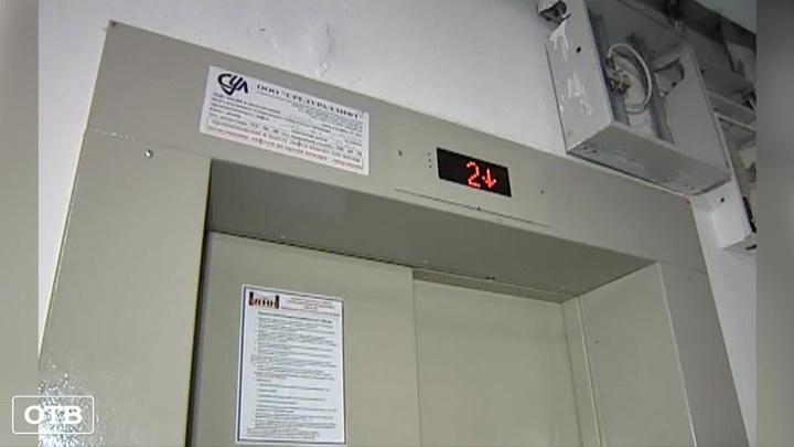 До конца 2019 года в свердловских домах установят три сотни новых лифтов