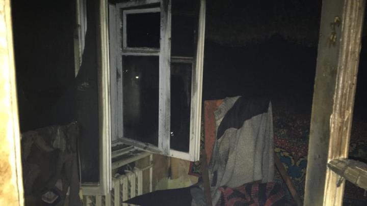 СК проверяет обстоятельства гибели двух человек при пожаре в Североуральске