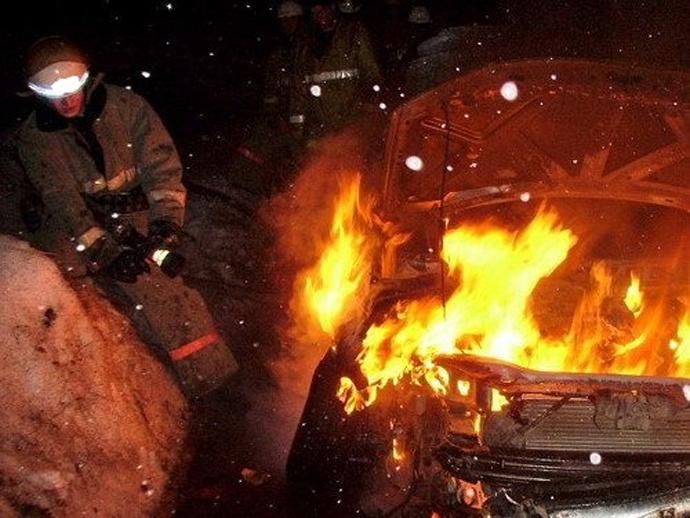 Пожар поломал 4 машины вНижнем Тагиле