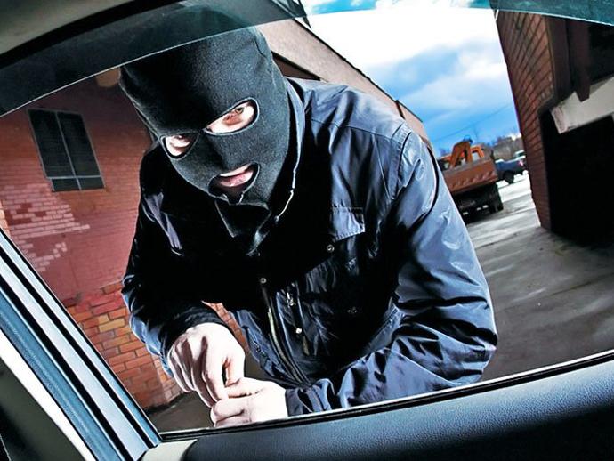 ВЕкатеринбурге задержали мужчин, подозреваемых всерии краж авто