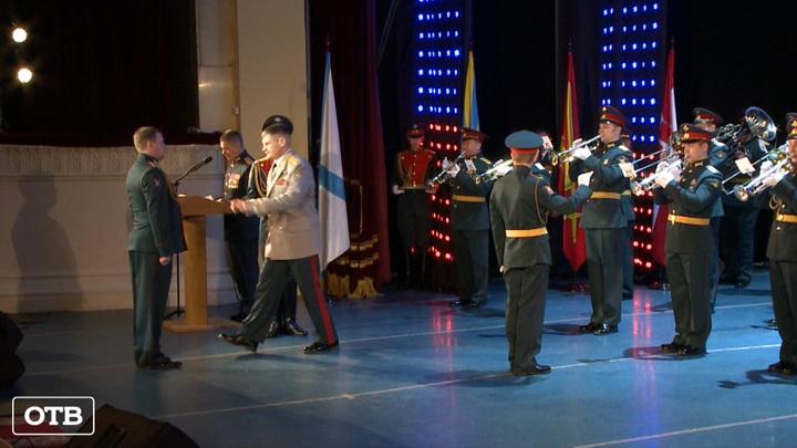 Офицерам ЦВО вручили медали в преддверии Дня защитника Отечества