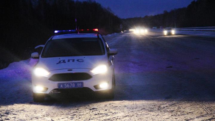 Полицейские помогли пассажирам автобуса, заглохшего на Серовском тракте