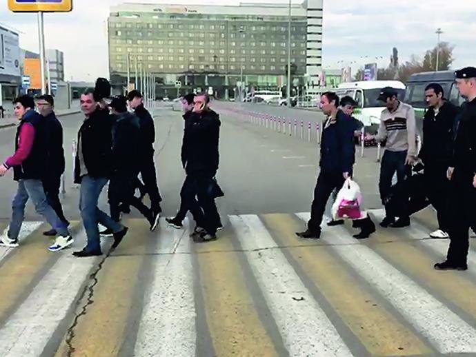 Приставы выдворили изСвердловской области 83 незаконных мигранта