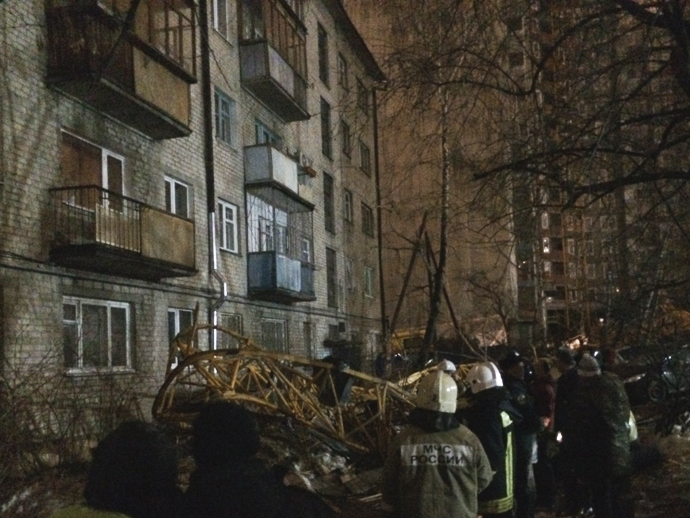 Устроительного крана, рухнувшего надом, отсутствовало несколько болтов