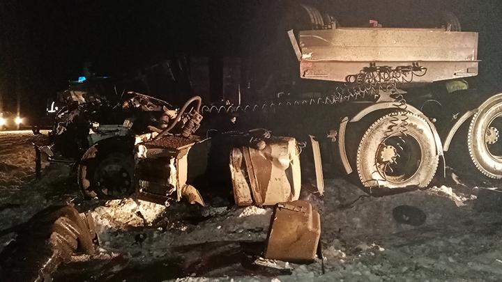 На Тюменском тракте столкнулись МАН и КамАЗ, погиб один из водителей