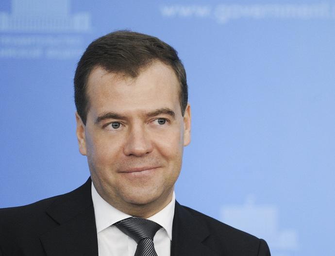 Медведев изменил ПДД: «Вафля» наперекрёстке иприоритет движущимся покругу