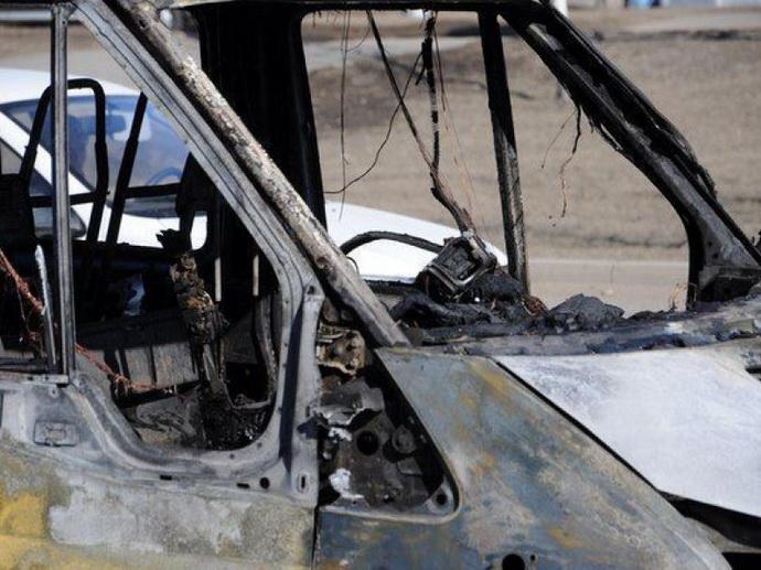 Бросил всалон горящую бумагу: вЕкатеринбурге задержали подозреваемого вподжогах машин