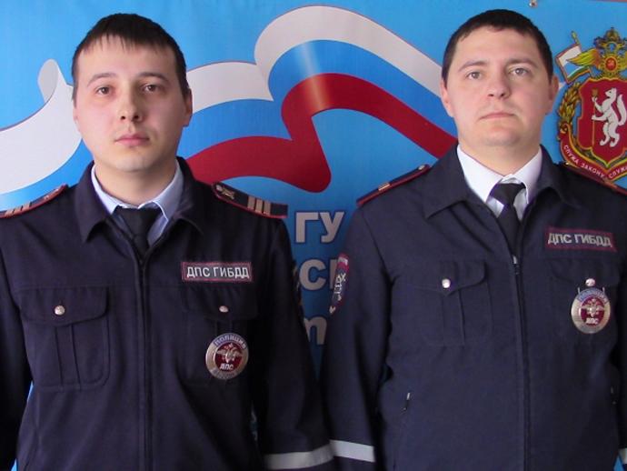 ВКрасноуфимске полицейские спасли человека изгорящего автомобиля