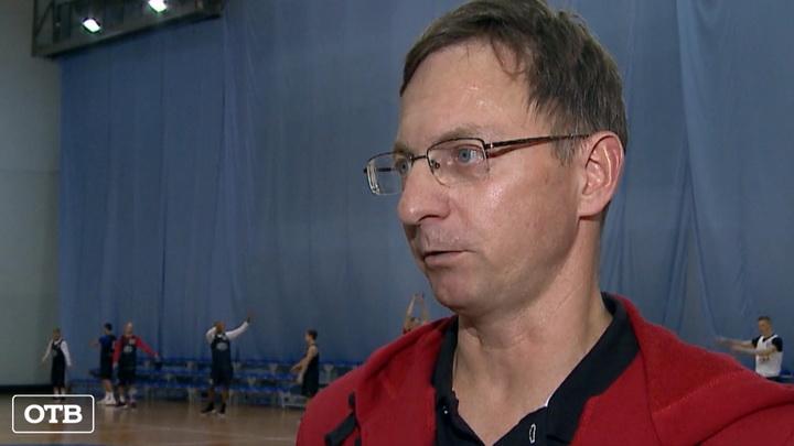 Врач баскетбольного клуба «Урал» спас человека на борту самолёта