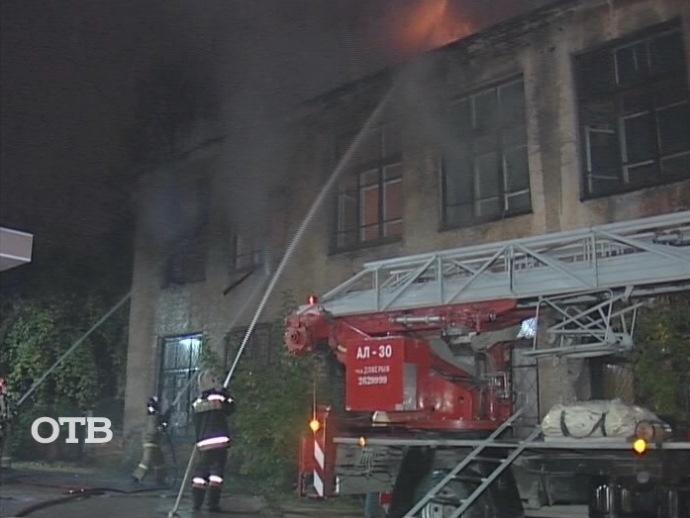 Напроспекте Ленина вцентре Екатеринбурга при пожаре едва не умер бомж