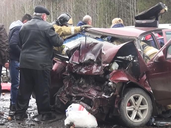 Под Нижним Тагилом вДТП умер один человек ипятеро доставлены вбольницу
