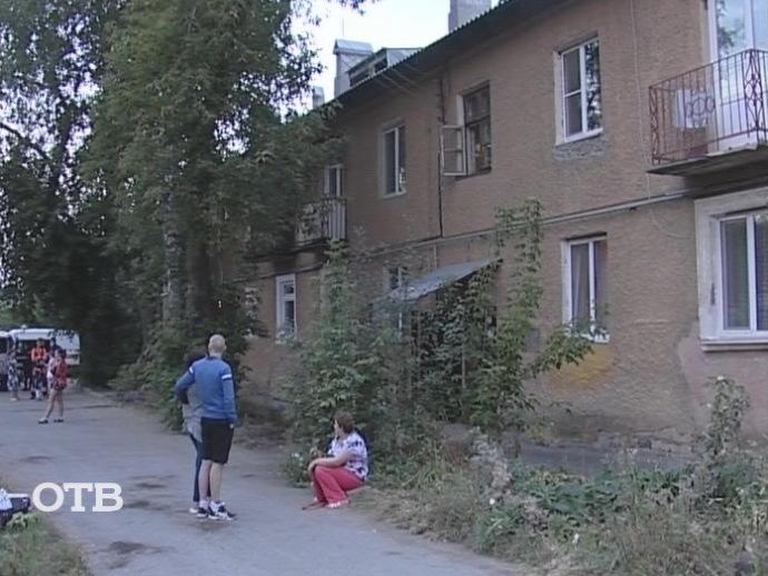 ВЕкатеринбурге продолжает рушиться дом наЭльмаше