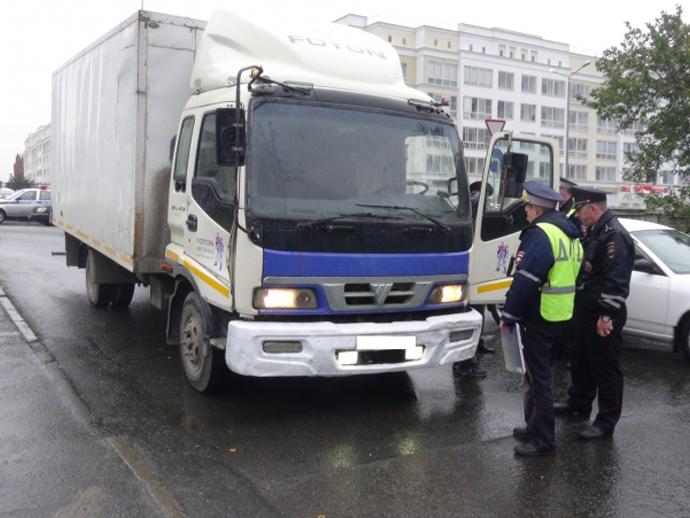 Две девушки-пешехода попали под машину вЕкатеринбурге
