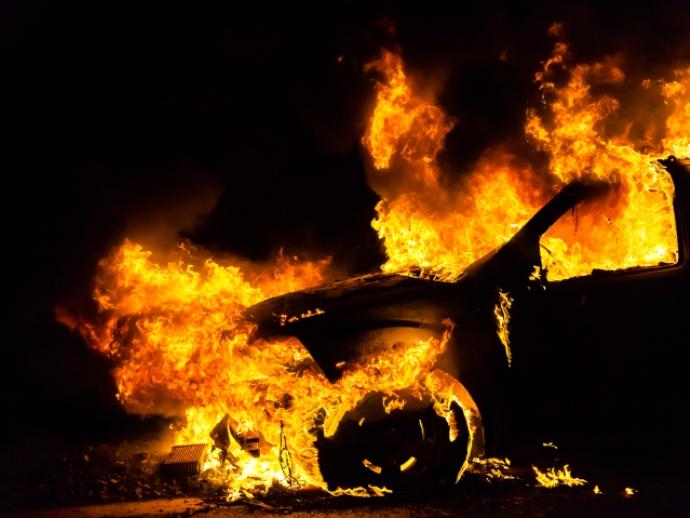 Ночью вЕкатеринбурге сгорели три автомобиля